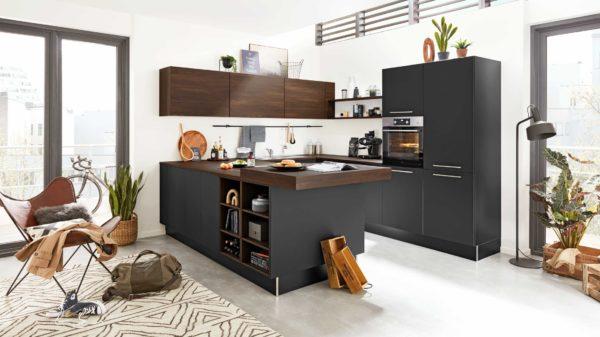 Interliving Küche Serie 3031 mit AEG-Einbaugeräten