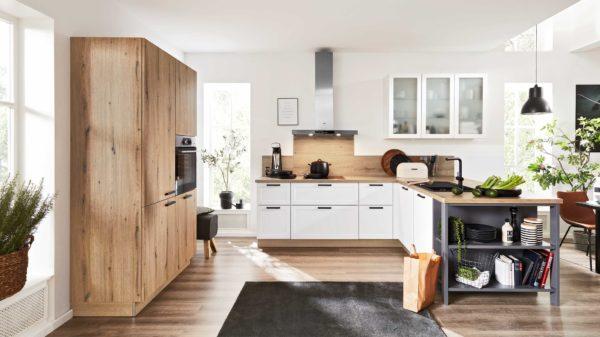 Interliving Küche Serie 3029 mit AEG-Einbaugeräten