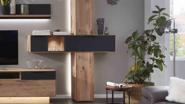 Interliving Wohnzimmer Serie 2005 – Hängeschrank-Set mit Beleuchtung